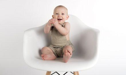 Siedi il bambino e offendi la Crusca